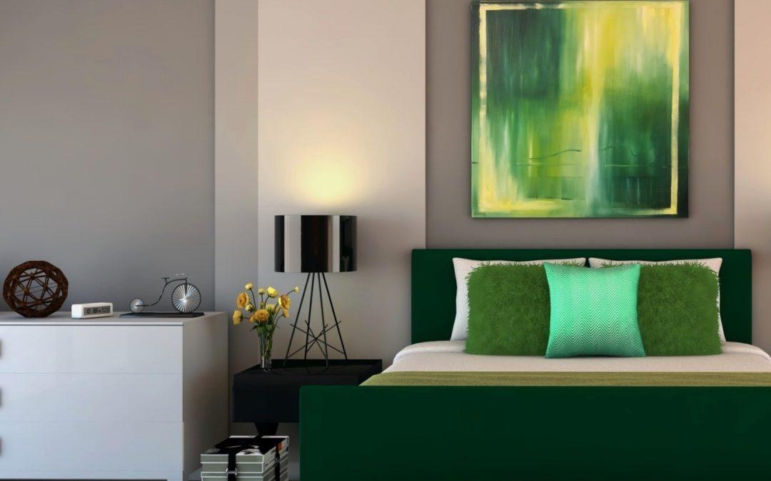 Aranżacja sypialni z butelkową zielenią i szarością.