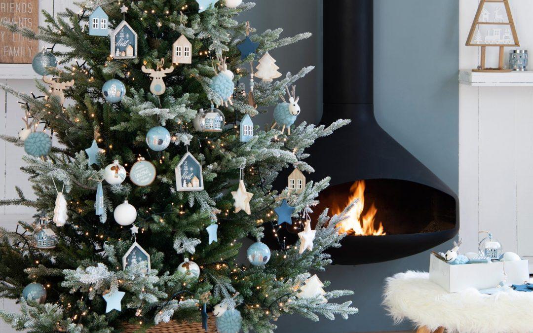 Święta przy kominku. Jak uzyskać ciepły, przyjazny klimat w domu.